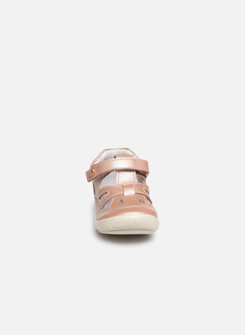 Bottines d'été Kickers Kiki Rose vue portées chaussures