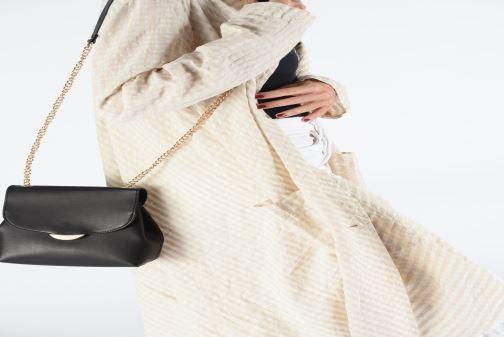 Handtaschen I Love Shoes LIMELO braun ansicht von unten / tasche getragen