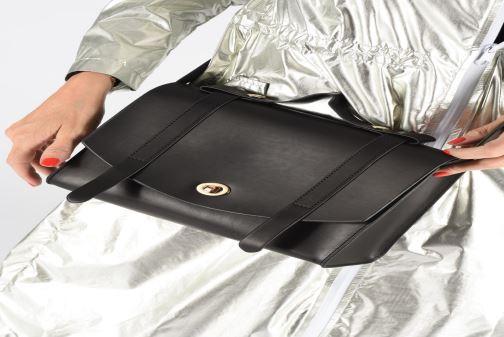 Handtaschen I Love Shoes LICABLE braun ansicht von unten / tasche getragen