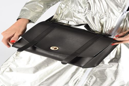 Handtaschen I Love Shoes LICABLE schwarz ansicht von unten / tasche getragen