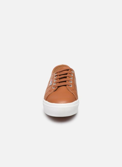 Baskets Superga 2730 Nappa Leau C Marron vue portées chaussures