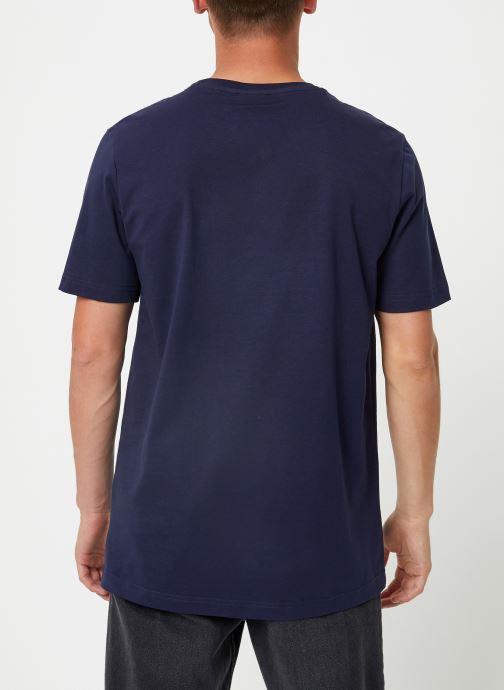 Vêtements FILA Efim t-shirt Bleu vue portées chaussures