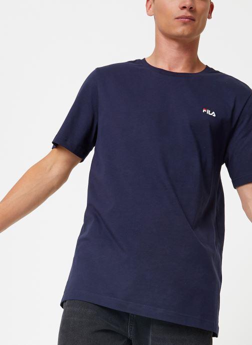 Tøj FILA Efim t-shirt Blå detaljeret billede af skoene