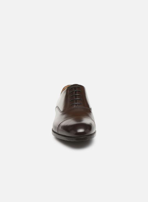 Scarpe con lacci Doucal's OXFORD CAP TOE Marrone modello indossato