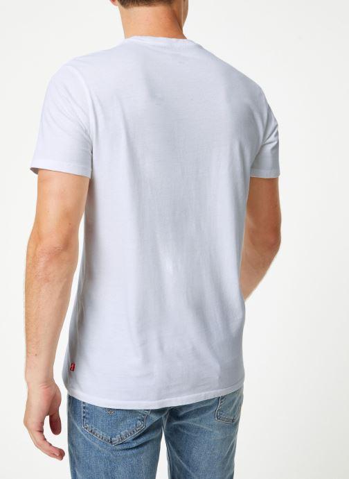 Vêtements Levi's Graphic Set-In Neck 2 M Blanc vue portées chaussures