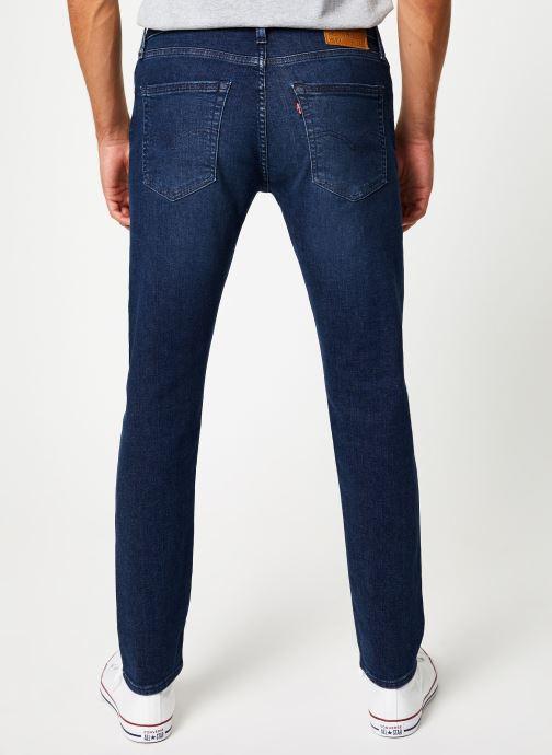 Vêtements Levi's 512™ Slim Taper Fit M Bleu vue portées chaussures