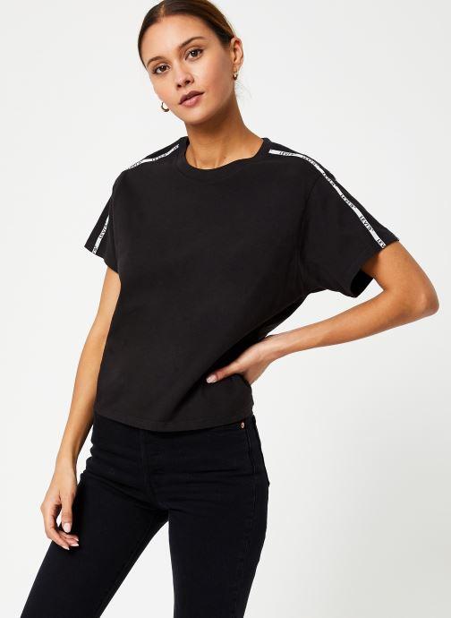 Vêtements Levi's Varsity Tee W Noir vue détail/paire