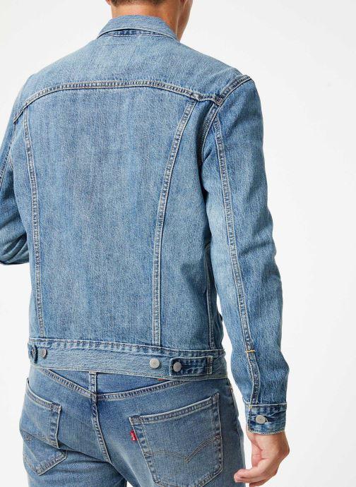 Vêtements Levi's The Trucker Jacket M Bleu vue portées chaussures