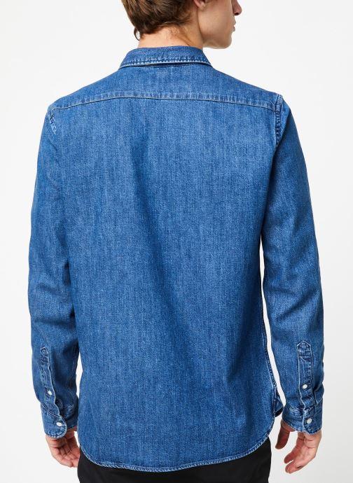 Vêtements Levi's Ls Battery Hm Shirt M Bleu vue portées chaussures