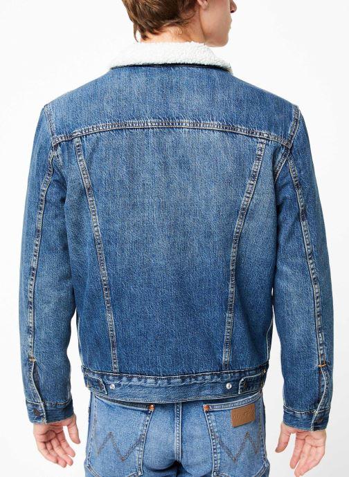 Vêtements Levi's Type 3 Sherpa Trucker M Bleu vue portées chaussures
