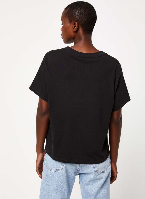 Vêtements Levi's Graphic Varsity Tee Logo W Noir vue portées chaussures