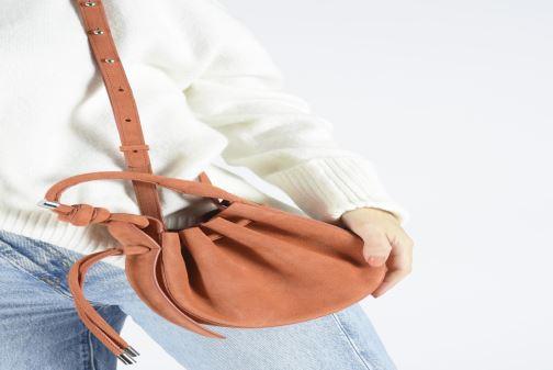 Sacs à main Behno Ina Mini Crossbody Suede Orange vue bas / vue portée sac