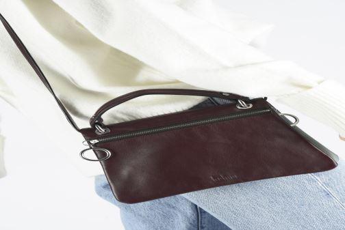 Bolsos de mano Behno Hunter Mini Flip-Flop Bag Vino vista de abajo
