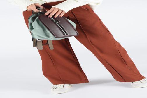 Handtaschen Behno Sherry Bag Pack weinrot ansicht von unten / tasche getragen