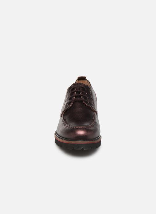 Scarpe con lacci Kickers RUDORA Viola modello indossato