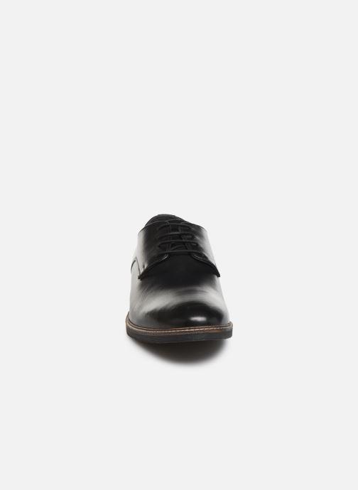 Scarpe con lacci Kickers MALDAN Nero modello indossato
