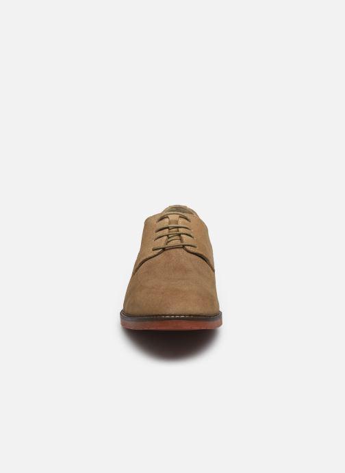 Chaussures à lacets Kickers MALDAN Beige vue portées chaussures