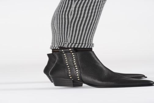 Bottines et boots Shoe the bear LEILA STUDS Noir vue bas / vue portée sac