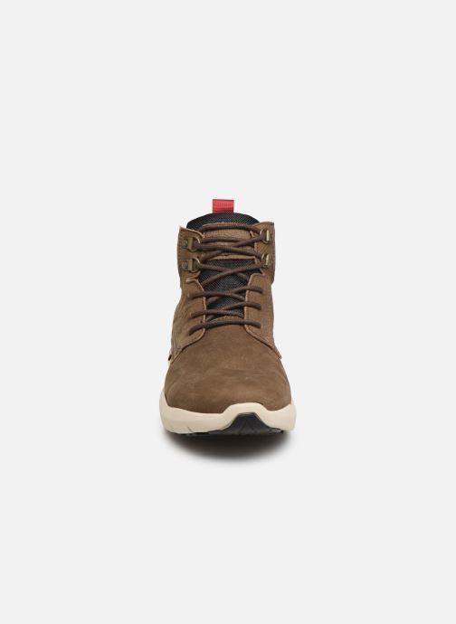 Baskets Levi's ALPINE Marron vue portées chaussures