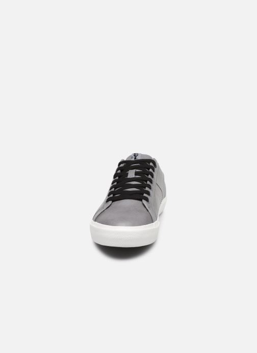 Baskets Levi's WOODWARD L Gris vue portées chaussures