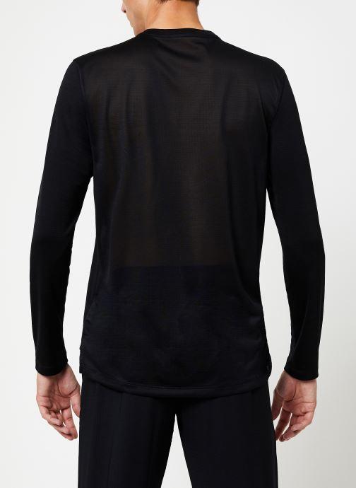 Vêtements Nike Haut de running Homme Nike Dry Miler manches longues Noir vue portées chaussures