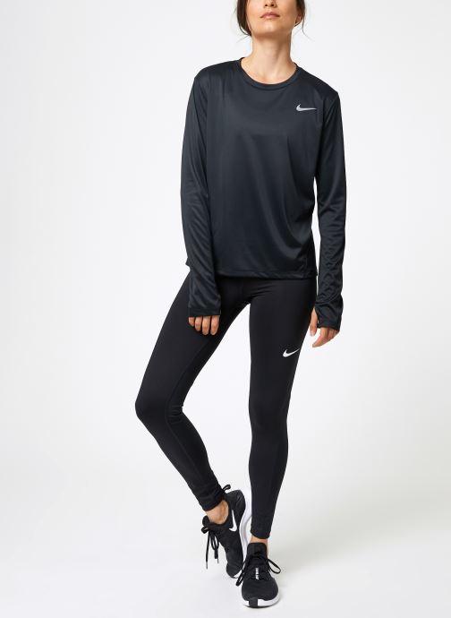 Vêtements Nike Haut de running Femme Nike Dry Miler manches longues Noir vue bas / vue portée sac