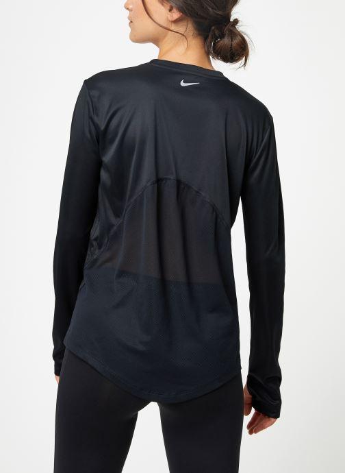 Vêtements Nike Haut de running Femme Nike Dry Miler manches longues Noir vue portées chaussures