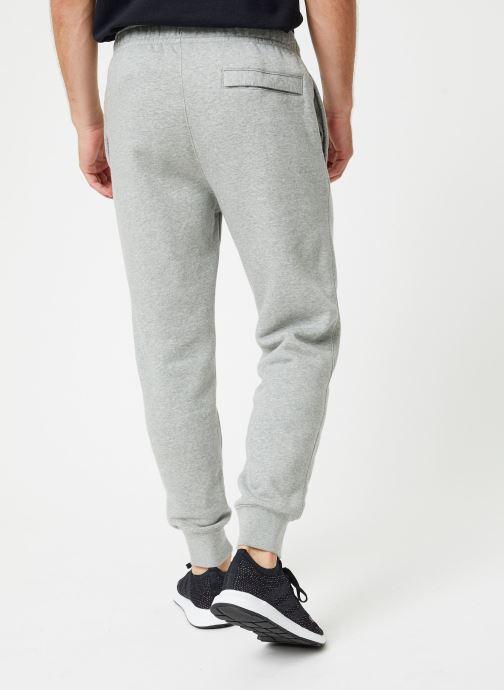 Vêtements Nike Pantalon homme Nike Sportswear Club Gris vue portées chaussures