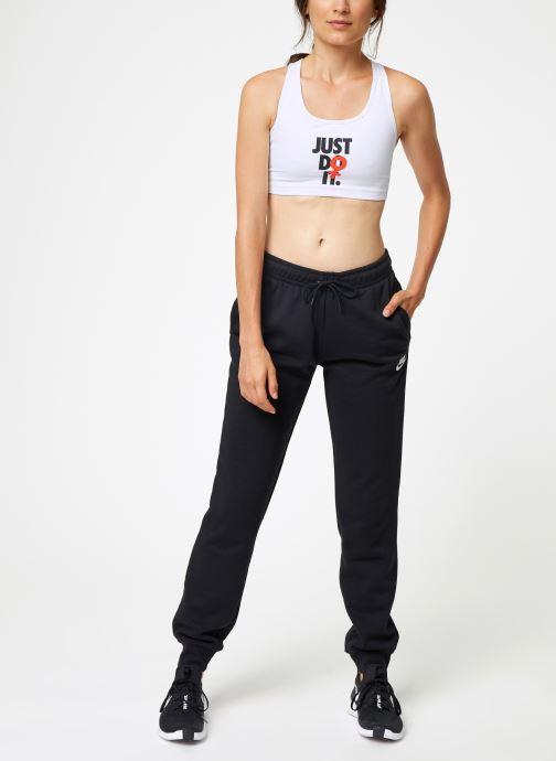 Vêtements Nike Brassière de Training Femme Nike Rebel Swoosh Blanc vue bas / vue portée sac