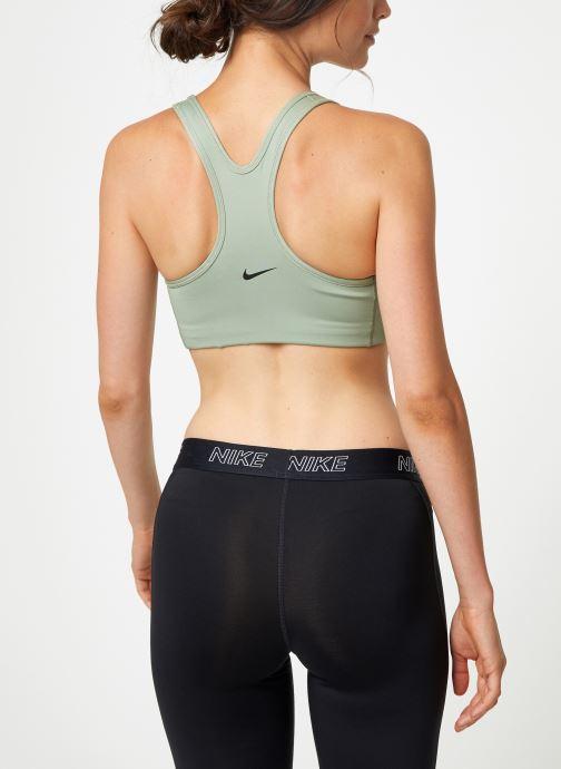 Vêtements Nike Brassière de Training Femme Nike Rebel Swoosh Vert vue portées chaussures