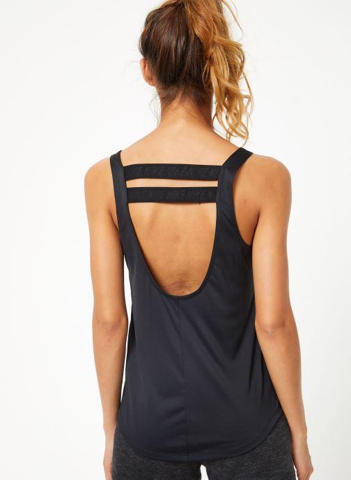 Vêtements Nike Débardeur de training Femme Nike Dry Essential Elastika Noir vue portées chaussures