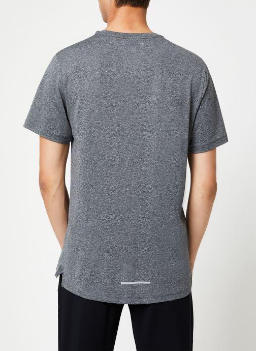 Kleding Nike Haut de Running Homme Nike Dry Fit Miler manches courtes Zwart model
