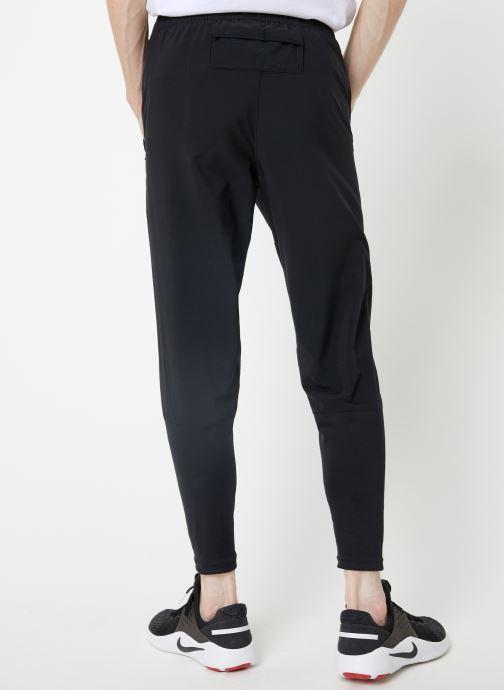 Vêtements Nike Pantalon de Running Homme Nike Essential bi-matière Noir vue portées chaussures