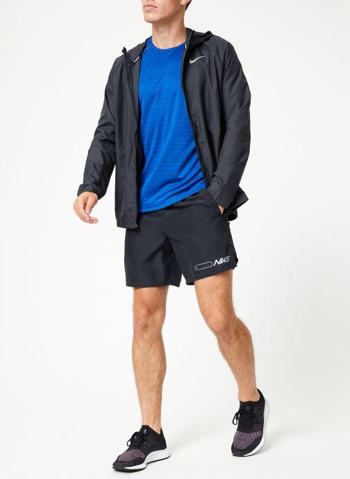 Vêtements Nike Veste de running Homme Nike Essential Noir vue bas / vue portée sac