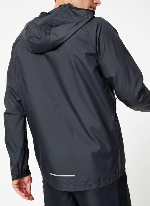 Vêtements Nike Veste de running Homme Nike Essential Noir vue portées chaussures