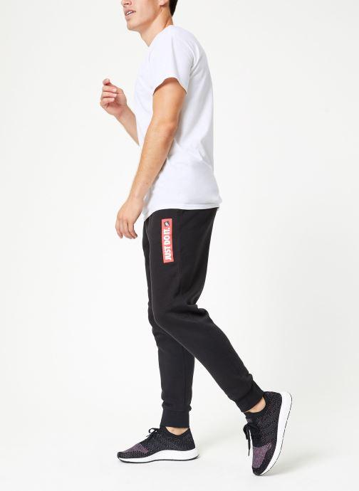 Vêtements Nike Pantalon Homme Nike Sportswear Just Do It Noir vue bas / vue portée sac