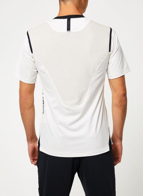 Vêtements Nike Haut de training Homme Nike pro Aeroadapt Blanc vue portées chaussures
