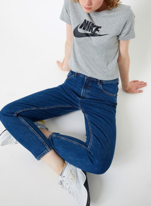 Vêtements Nike Tee-Shirt femme Nike Sportswear Essential Icon futura Gris vue bas / vue portée sac