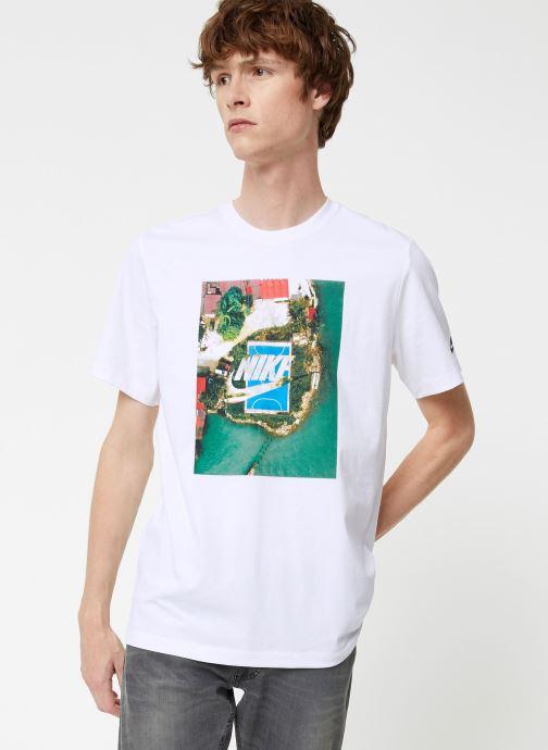 Tøj Nike Tee-Shirt Homme Nike Sportswear Court Hvid detaljeret billede af skoene