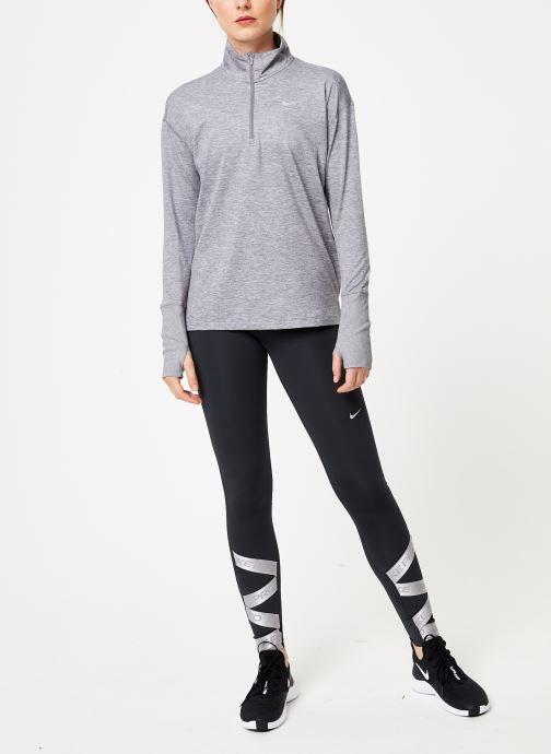 Vêtements Nike Haut de Running 1/2 zip Femme Nike Element Gris vue bas / vue portée sac