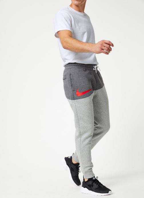 Vêtements Nike Pantalon Homme Nike Sportswear Swoosh Gris vue bas / vue portée sac