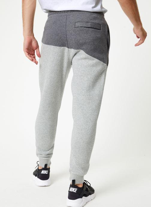 Vêtements Nike Pantalon Homme Nike Sportswear Swoosh Gris vue portées chaussures