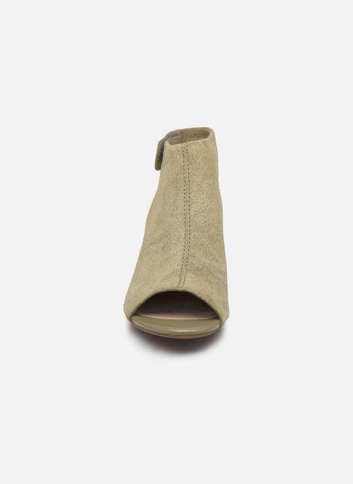 Sandales et nu-pieds Clarks Unstructured Deva Bell Vert vue portées chaussures