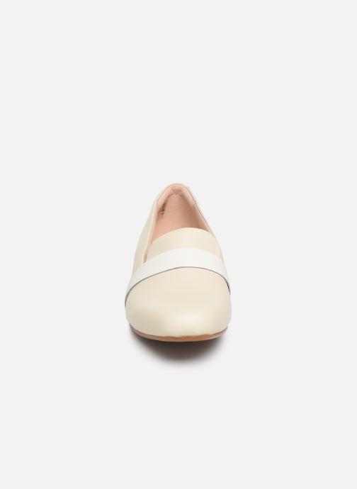 Mocassini Clarks Unstructured Juliet Ariel Bianco modello indossato