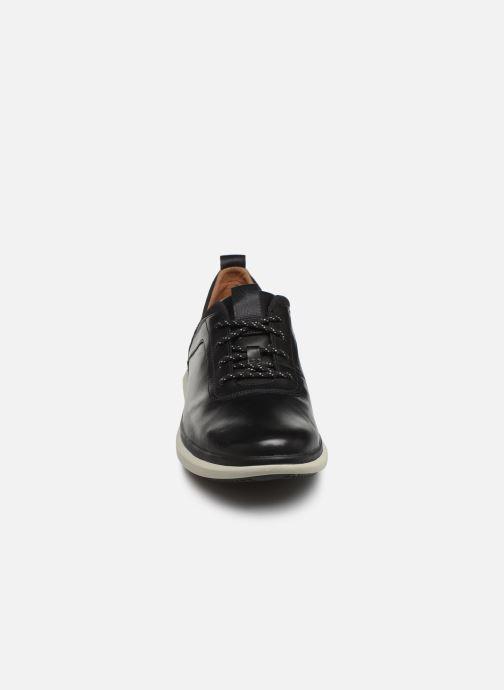 Sneakers Clarks Unstructured Un Globe Vibe Nero modello indossato