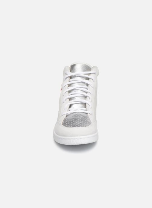 Sneakers Victoria Tenis Piel x Valentine Bianco modello indossato