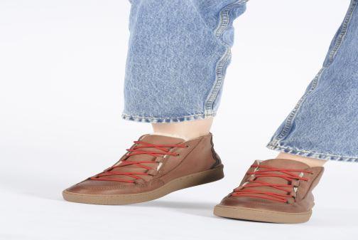 Chaussures de sport Aigle Ormea Mid W Marron vue bas / vue portée sac