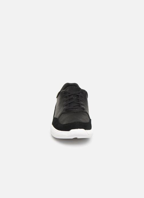 Sneakers Clarks Sift 91 Nero modello indossato