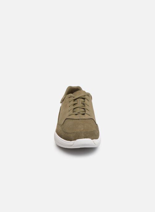 Sneakers Clarks Sift 91 Verde modello indossato