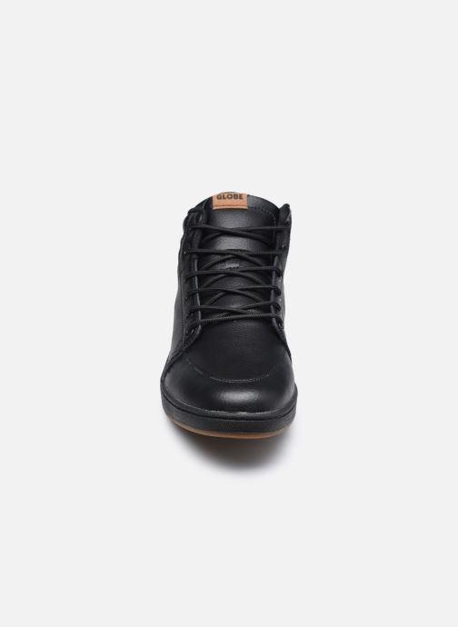 Sneakers Globe GS Boot Nero modello indossato